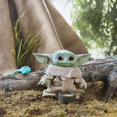 El juguete más vendido de Amazon es este adorable Bebé Yoda con sonido que hoy tiene descuento y envío gratis con Prime