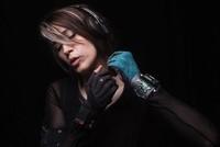 [Vídeo] Componiendo con gestos gracias a unos guantes musicales