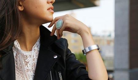QBracelet es la elegante pulsera que nos podrá ayudar a salvar nuestro smartphone