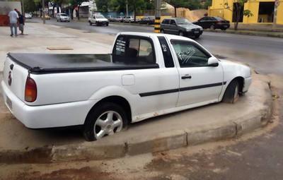 Si te dicen que muevas el coche porque van a echar cemento... mueve el coche