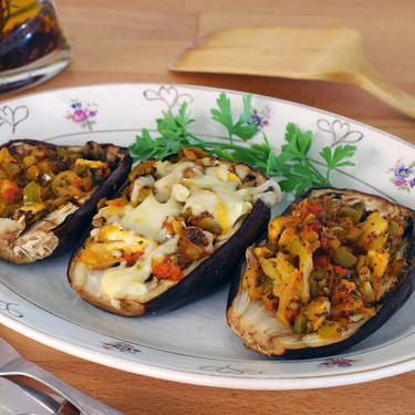 Berenjenas rellenas al curry con semillas de amapola: receta ligera vegetariana