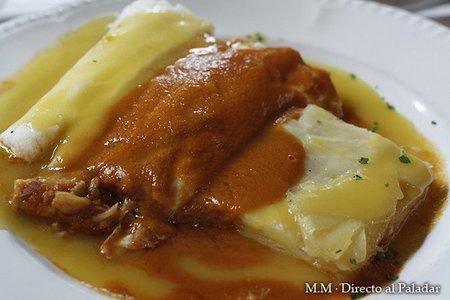 Merluza rellena de txangurro con salsa de puerros y americana