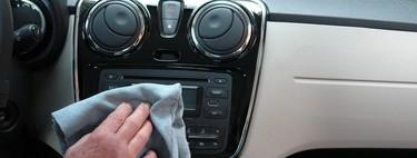 Cómo desinfectar el coche de coronavirus: la DGT explica qué partes limpiar y la mejor manera de hacerlo