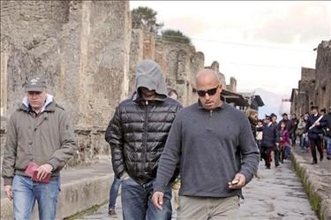 Leonardo DiCaprio pasea como turista de incógnito por Pompeya