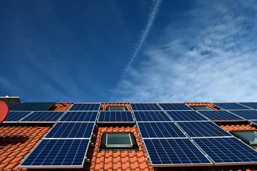 El futuro de la energía es un modelo solar y distribuido y tiene muchos enemigos