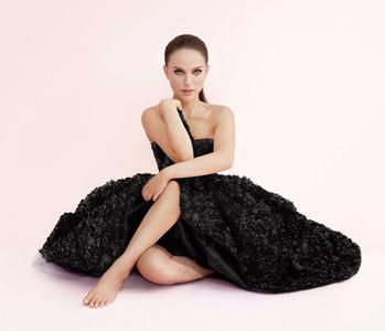 """La nueva campaña publicitaria de """"Infinite Miss Dior"""" interpretada por Natalie Portman"""