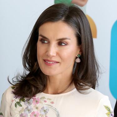Doña Letizia vuelve a lucir uno de sus looks low cost fetiche de Asos y nos sigue encantando
