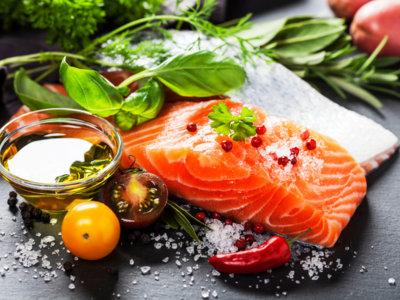 El balance calórico importa, pero la calidad de los alimentos más