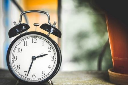 Cómo mejorar tu salud levantándote 15 minutos antes