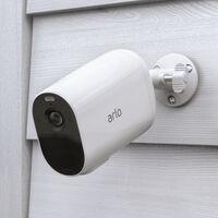 Arlo Essential XL Spotlight: esta cámara de vigilancia ofrece una autonomía de un año sin tener que volver a cargarla