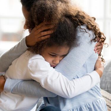 Por qué los abrazos son mejor que los castigos para educar a tus hijos