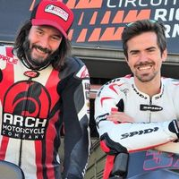 Con 53 años Keanu Reeves sigue disfrutando de su pasión de las motos con un monitor de lujo: Nico Terol