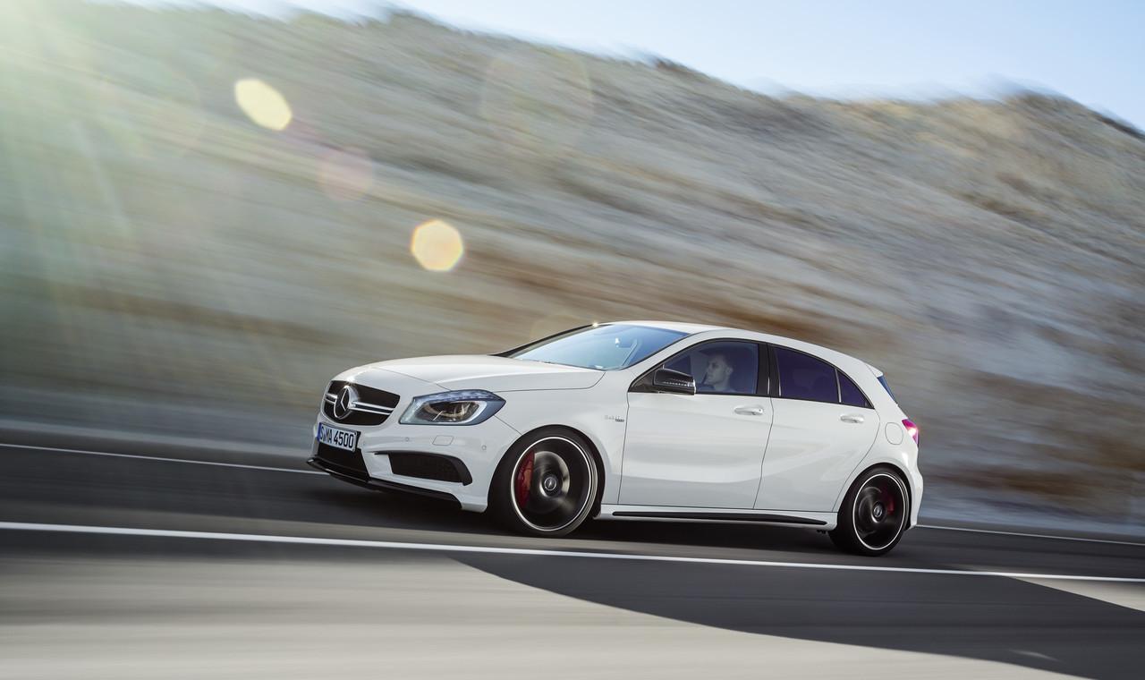 Foto de Mercedes-Benz A 45 AMG (2/24)