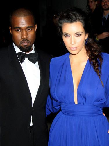 El naufragio del buen gusto en la Angel Ball 2012: Kim Kardashian pilota la nave