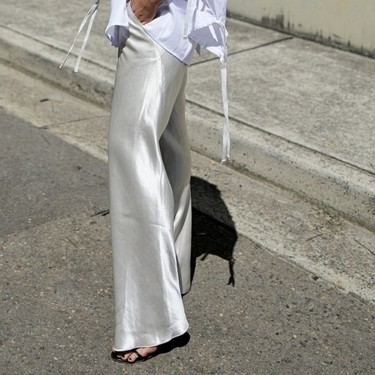 Estos son los 7 pantalones que se sienten como un chándal pero lucen como un traje (y sí, los queremos)