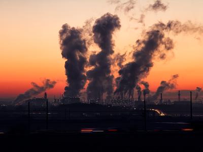 ¿Contaminan más los coches o los productos de limpieza? Igual