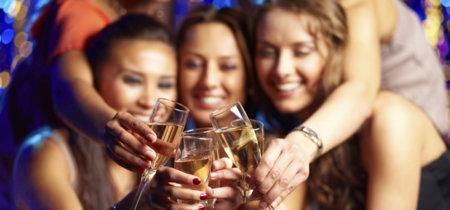 ¿Puedo brindar con alcohol esta noche si estoy embarazada o dando el pecho?
