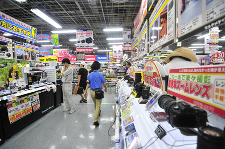 El mercado japonés de cámaras digitales en 2018-19: Las ventas siguen cayendo y sólo Fujifilm y Sony aumentan sus ingresos