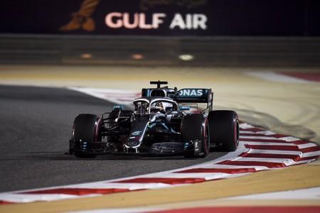 Drama de Ferrari en Baréin: Vettel se pone nervioso, a Leclerc se le rompe el motor y gana Lewis Hamilton