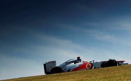 Jenson Button toma el relevo y marca el mejor tiempo para McLaren