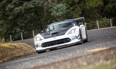 En Australia todo es más bestia, como este Dodge Viper de rally que no deja de ganar en Tasmania