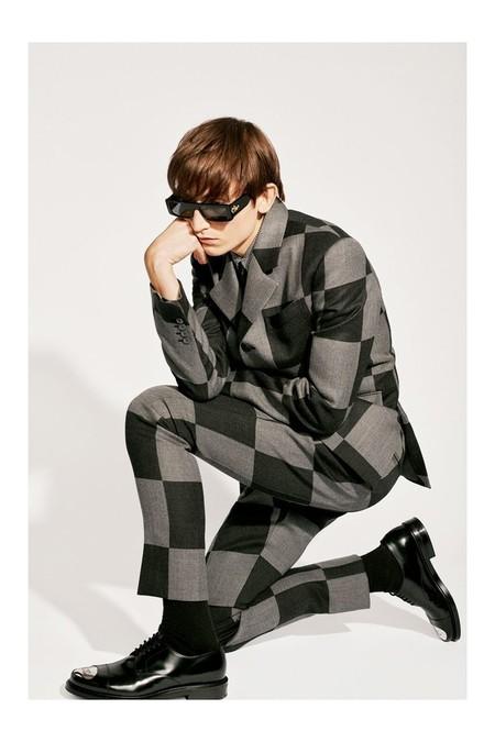 Louis Vuitton y su colaboración con Bape actualizan el denim y el traje para dominar las calles