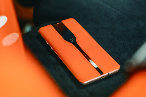 "Concept One, OnePlus ha logrado crear un smartphone con ""cámara invisible"" que se esconde bajo un cristal oscuro"