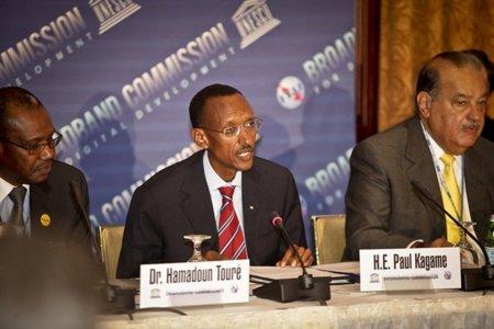 Carlos Slim y el siniestro Kagame presentan en la ONU el informe sobre la banda ancha