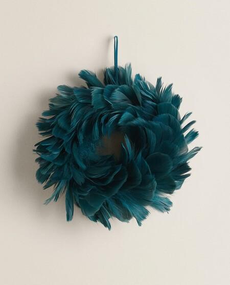 guirnalda de plumas azul