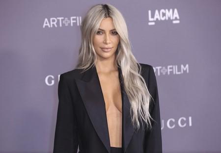 """Kim Kardashian se llena el pelo de trenzas al estilo """"Bo Derek"""", desatando la polémica en redes sociales"""