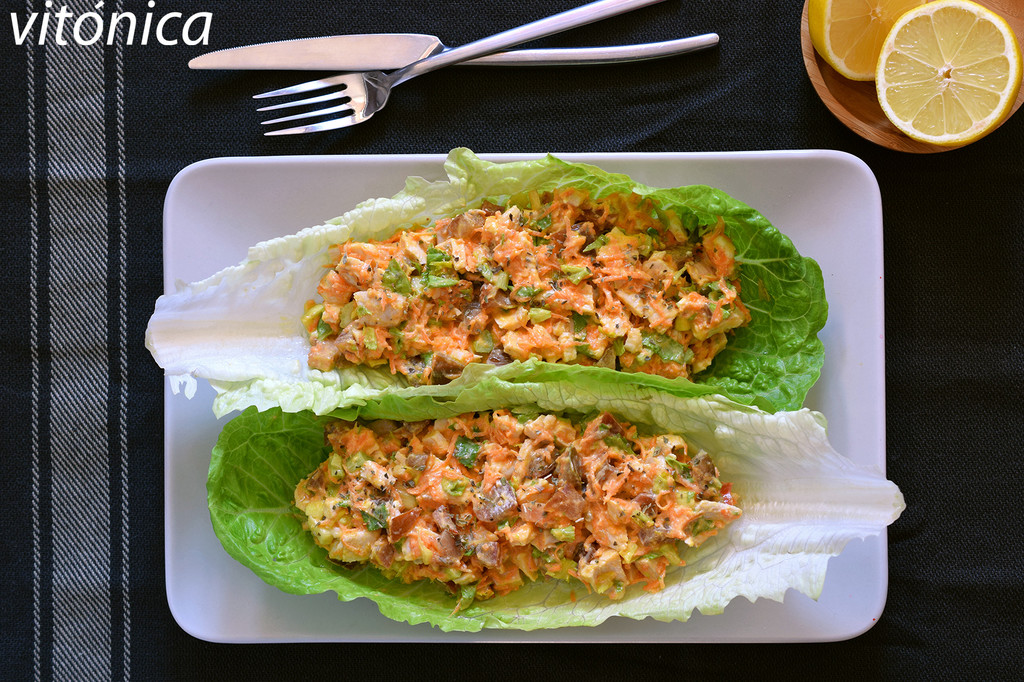 Tacos de lechuga con ensalada cremosa de pollo y yogur: receta saludable