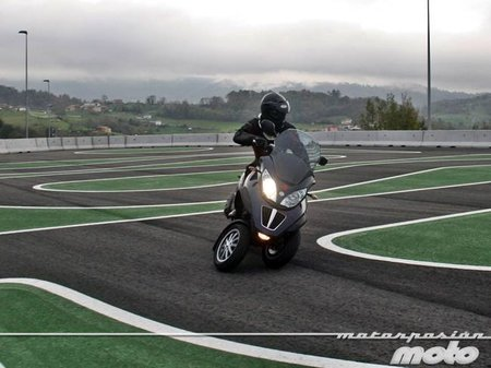 Piaggio MP3 400 LT, prueba (conducción en autopista y pasajero)
