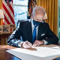 Impuesto mínimo global y sociedades más alto: el plan de Biden que adelanta por la izquierda a la UE