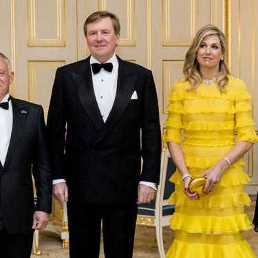 El amarillo y los volantes de Máxima de Holanda hacen vencer (estilísticamente hablando) a la estilosa Rania de Jordania
