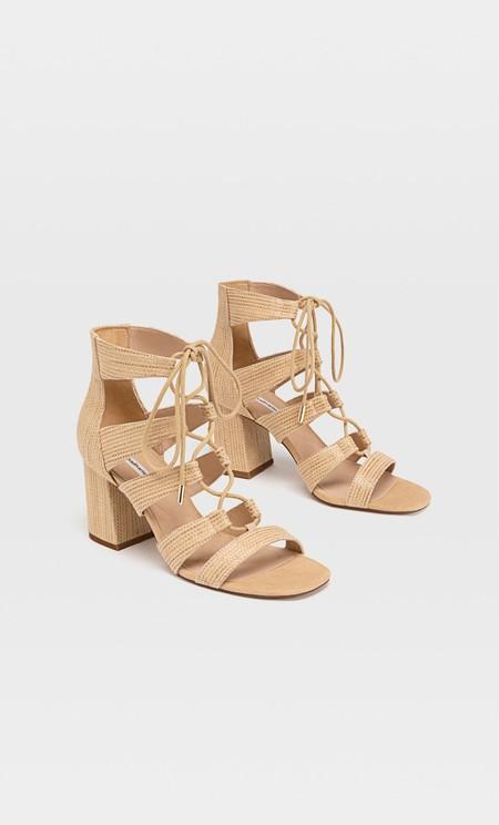 https://www.stradivarius.com/es/nueva-colecci%C3%B3n/zapatos/compra-por-producto/rafia-c1020227574.html