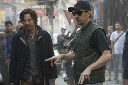 Benedict Cumberbatch y Scott Derrickson en el rodaje