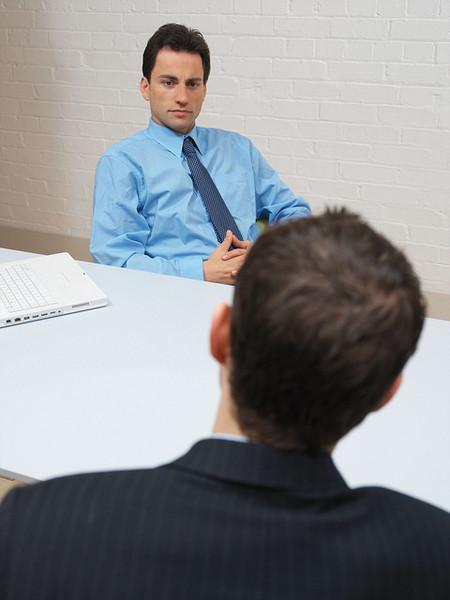 Cómo contratar tus primeros empleados