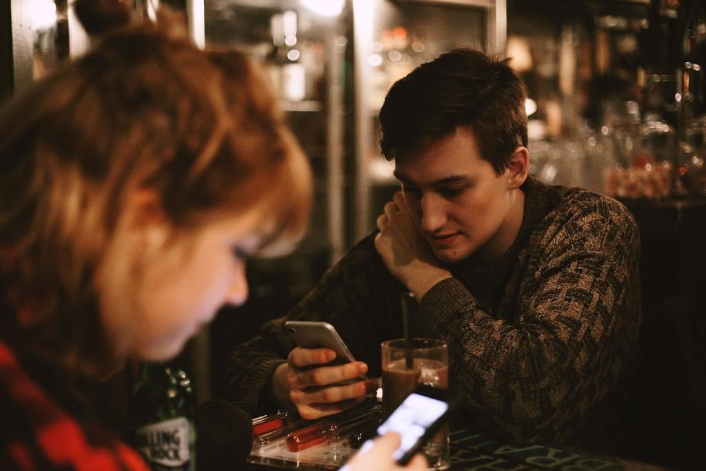 Cómo Tinder ha cambiado el planeta de salir a ligar por la noche