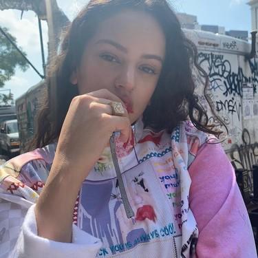 La nueva manicura de Rosalía brilla con luz propia (como era de esperar)