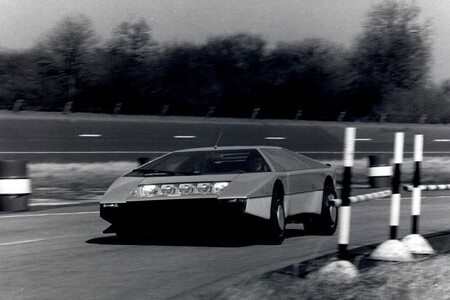 Aston Martin Bulldog 1