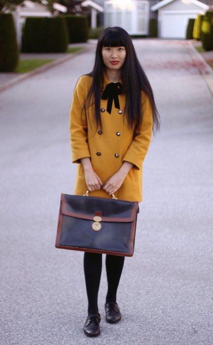 abrigo mostaza Moda en la calle