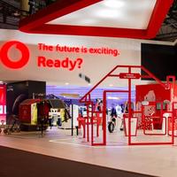 Los ingresos totales de Vodafone caen un 7%, pero crece el número de clientes de fibra y televisión