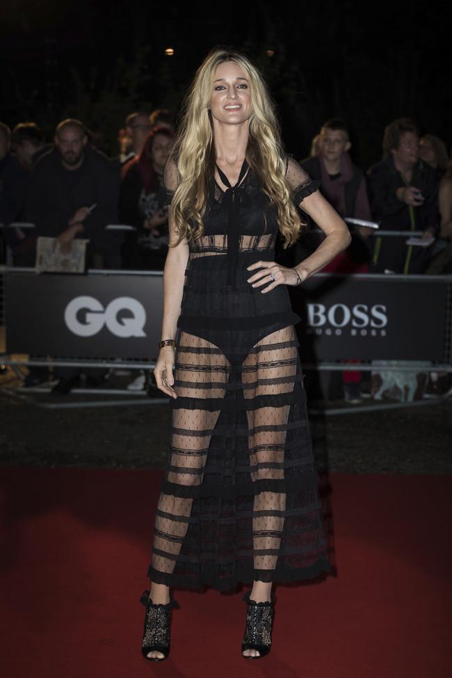 premios gq hombre del año alfombra roja red carpet look estilismo outfit celebrities Storm Keating