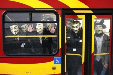 Anonymous convoca nuevas concentraciones al no suspenderse la tramitación de la Ley Sinde