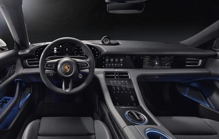 Así es el interior del Porsche Taycan: todo digital para el coche eléctrico opcionalmente libre de piel