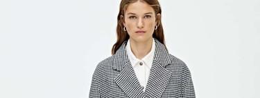 Seis maneras de llevar el abrigo de Pull & Bear que es tendencia este año