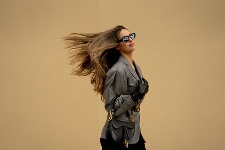 Siete formas con las que disimular las canas y salir del paso con estilo antes de que volvamos a la peluquería