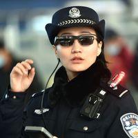 Las gafas de reconocimiento facial de la policía china han sido un éxito: llegan a nuevas regiones y ahora identifica viajeros