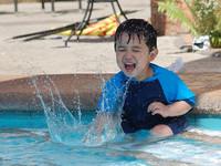 Jugar y estimular a nuestro bebé en el agua