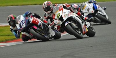 British Superbikes 2012: última vuelta de infarto para el doblete de Alex Lowes en Silverstone
